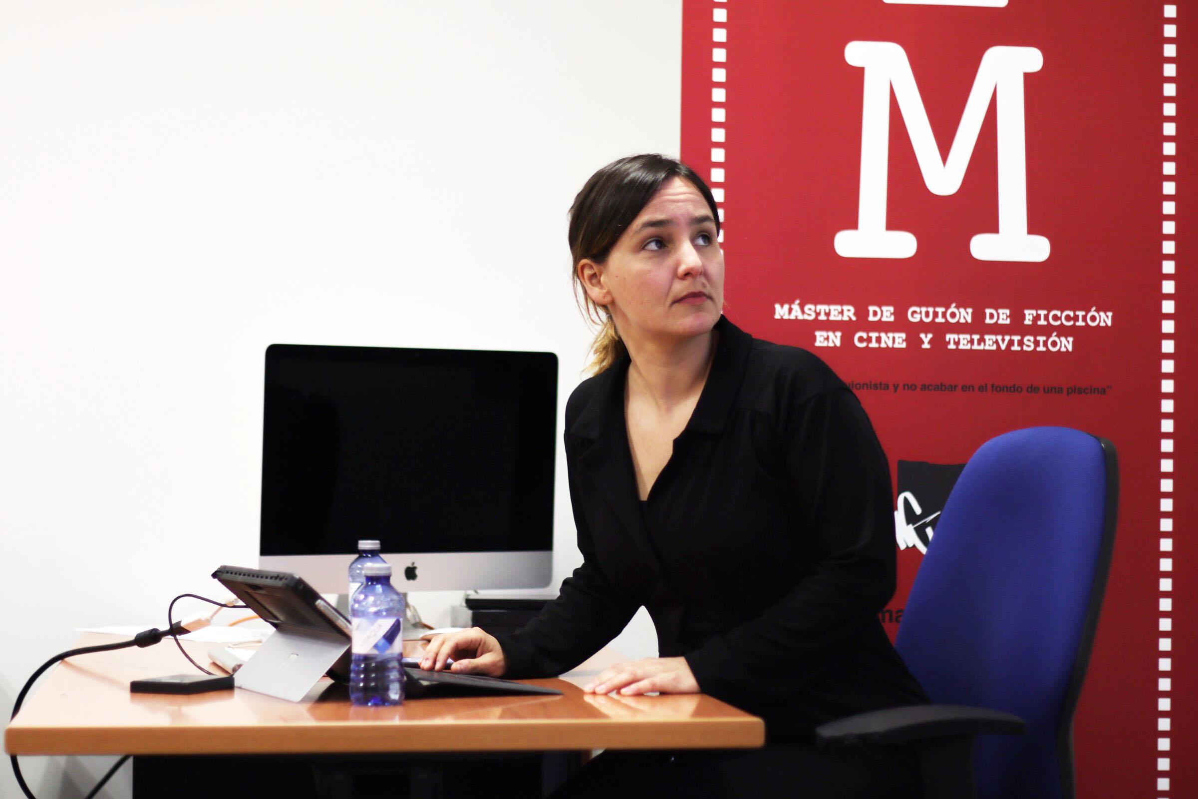 Susana Herreras imparte una clase en el Máster de Guion